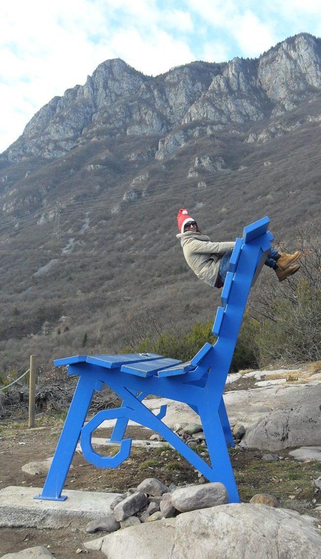 La Panchina Gigante Blu Di Chris Bangle A Rogno Sul Lago D Iseo