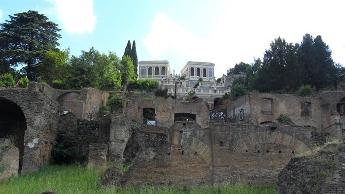 Visita agli Horti Farnesiani sul  colle Palatino di Roma