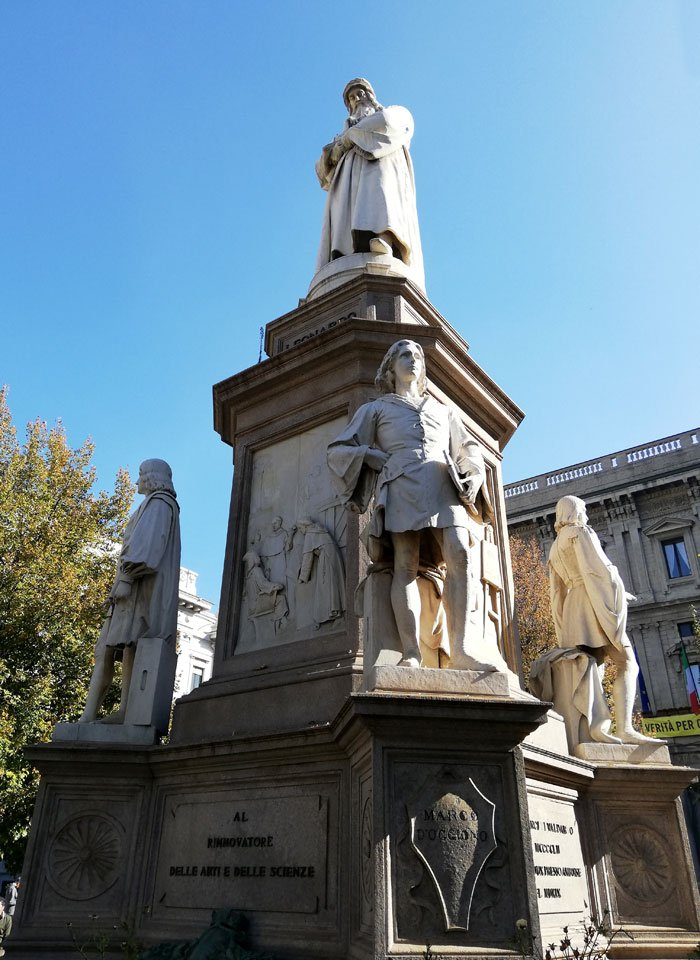 monumento a Leonardo da Vinci Milano