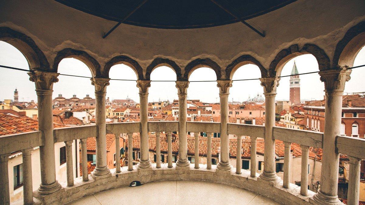 Palazzo Contarini del Bovolo a Venezia vista panoramica dalla scala